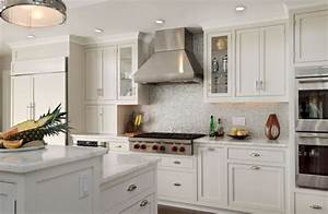 Kitchen kitchen backsplash ideas black granite for Backsplash for white kitchen cabinets