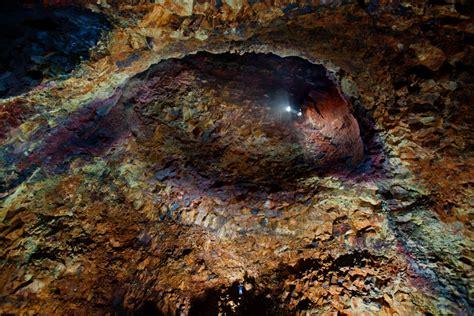 chambre magmatique inside the volcano thrihnukagigur magma chamber caving