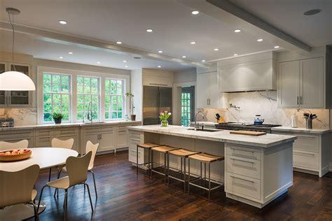 cuisine sur cuisine idee deco cuisine ouverte sur salon avec clair