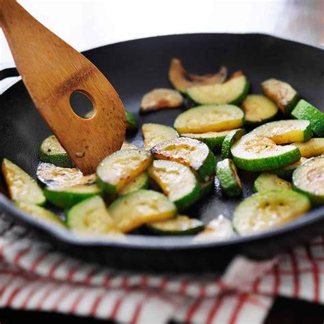 Recipe for Easy Sauteed Zucchini - Italian Style