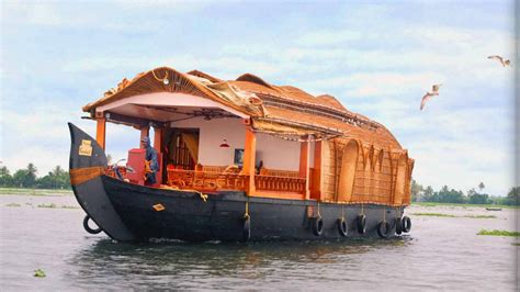 Motor Boat Homes by Top 20 Most Beautiful Boat Houses In The World