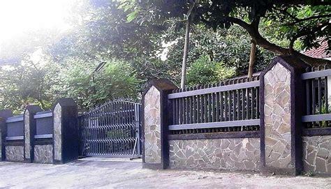 top pagar rumah tembok batu alam sisi rumah minimalis
