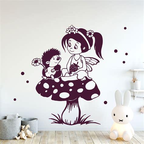 Wandtattoo Kinderzimmer Elfen by Wandtattoo Elfe Fee Wandbild Elfe Auf Fliegenpilz Mit Igel