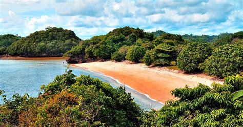 wisata alam  pantai gatra malang selatan wisata pulau