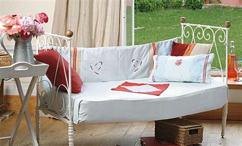 faire un canapé avec un lit tutoriel couture habiller un canapé réalisé avec lit ancien