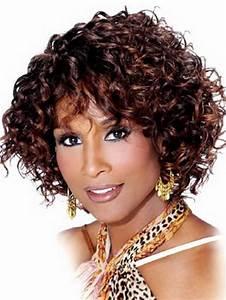 Coupe Courte Frisée Femme : cheveux boucles courts ~ Melissatoandfro.com Idées de Décoration