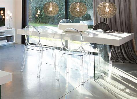 bureau verre noir chaise elizabeth médaillon transparente