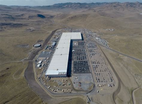 New Tesla Gigafactory 1 Photos Show A Parking Lot In Need