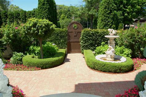 Italian Villa design   Traditional   Landscape   Minneapolis   by Daryl Melquist @ Bachmans