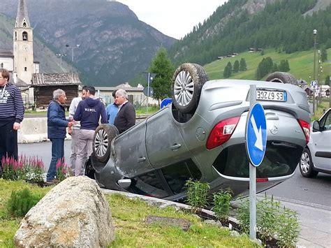 quel si鑒e auto auto si ribalta a livigno i livigno