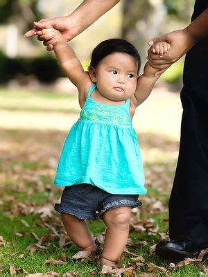 baby walking   babies walk parentscom