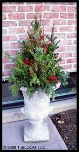 Idea for autumn garden urn Mums fall leaves flowering