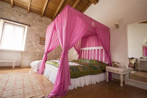20 Of The Most Beautiful Canopy Bed Curtains