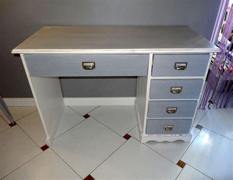 bureau gris bureau revisité avec un effet shabby gris et blanc avant
