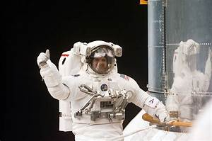 Sleeping Inside a Space Shuttle Astronauts (page 2) - Pics ...