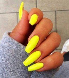 Set Painted Neon Yellow Long Coffin Nails