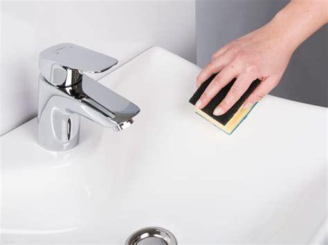 waschbecken polieren kratzer einfach entfernen