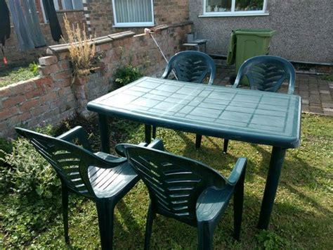 plastic garden table  chairs  grimsby lincolnshire