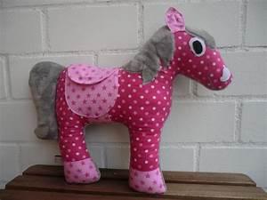 Kissen Für Kinder : namenskissen pferd kuscheltier kissen kuschelkissen ein designerst ck von inessa2contessa ~ Buech-reservation.com Haus und Dekorationen