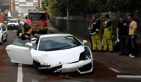car crash man crashes lamborghini gallardo  test drive
