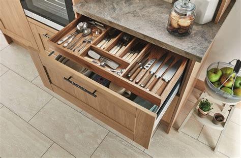 fairford light oak kitchen shaker kitchens howdens joinery