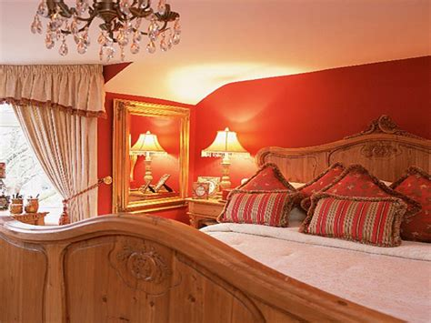pine bedroom ideas red  gold bedroom decorating ideas