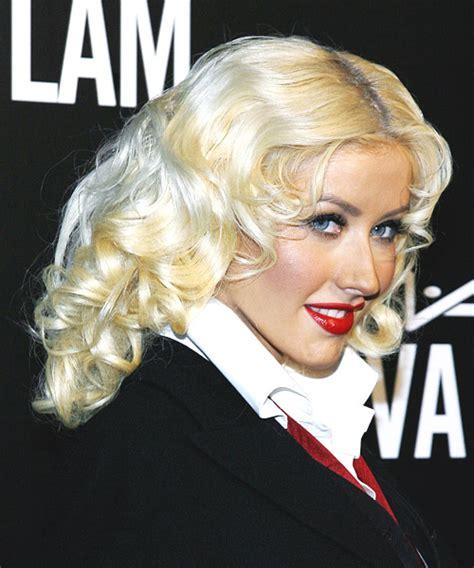 christina aguilera formal long wavy hairstyle