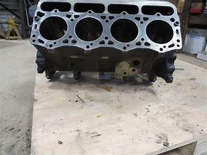 R  F  Engine International 7 3l  444t Engine Block Good