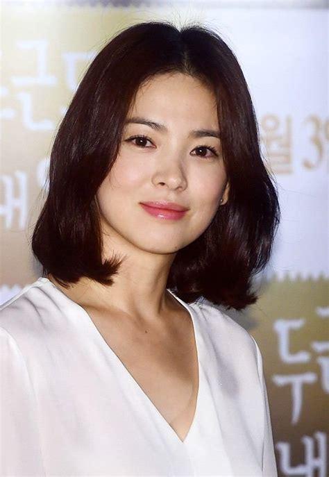 contoh model rambut pendek  poni ala korea terbaru