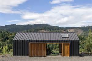 elk valley tractor shed fieldwork design architecture archdaily
