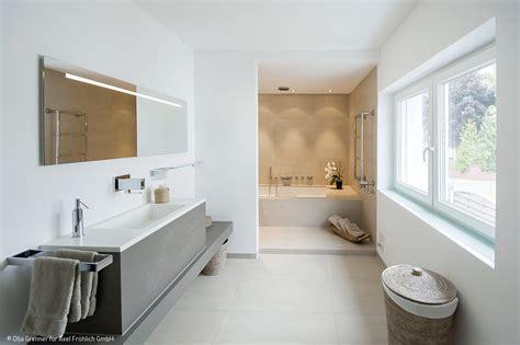 Badezimmer Spiegelschrank Düsseldorf by Ein Bad F 252 R Die Ganze Familie Artikel Frankfurt