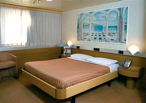 cabine grandi navi veloci viaggiare in traghetto quali comfort scegliere