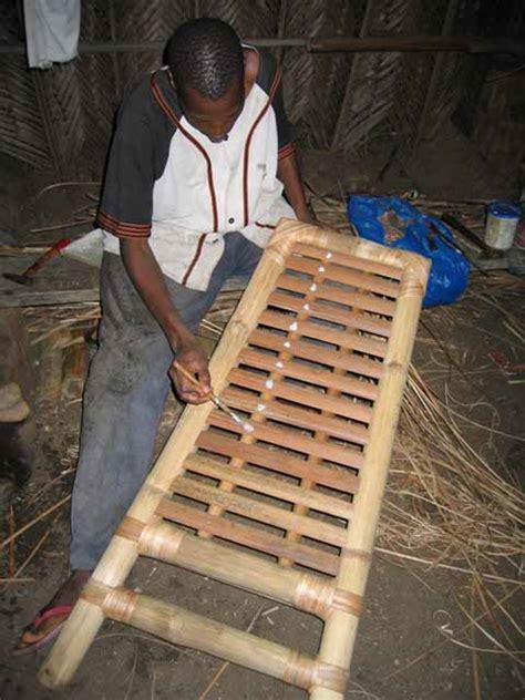 le meuble africain la fabrication de la chaise en bambou
