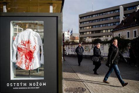 sokujuca kampan filmu ostrym nozom  symbolizuje krvava