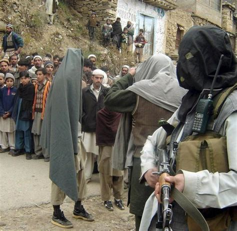 Probleme Bei Der Innenwanddaemmung by Pakistan Zehntausende Menschen Fliehen Vor Taliban Krieg