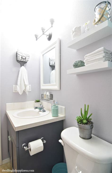 Makeovers For Small Bathrooms by 25 Best Ideas About Small Bathroom Makeovers On