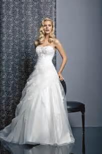 jeux mariage original robe de mariée balanquin de tati mariage des robes de mariée de princesse pour briller