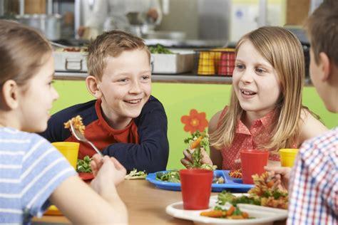 Veselīga ēdienreize skolēnam. 3 padomi, veidojot ...