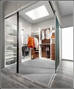 Schlafzimmer Begehbarer Kleiderschrank : schlafzimmer begehbarer kleiderschrank schlafzimmer house und dekor galerie vranea5ger ~ Sanjose-hotels-ca.com Haus und Dekorationen