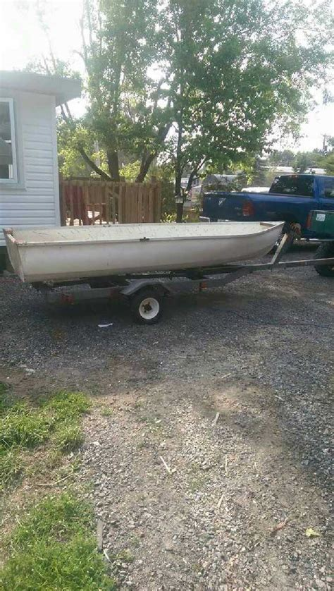 Boat Store Gatineau by 14 Foot Fiberglass Boat With A 1970 S In Gatineau Letgo