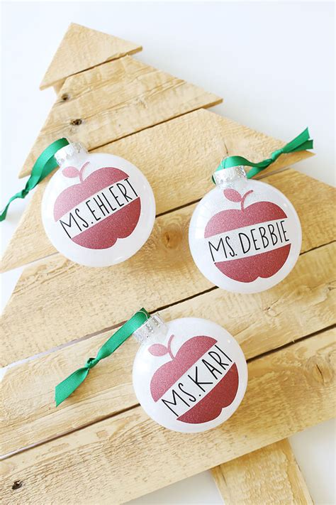 diy christmas ornaments   cricut hey lets  stuff
