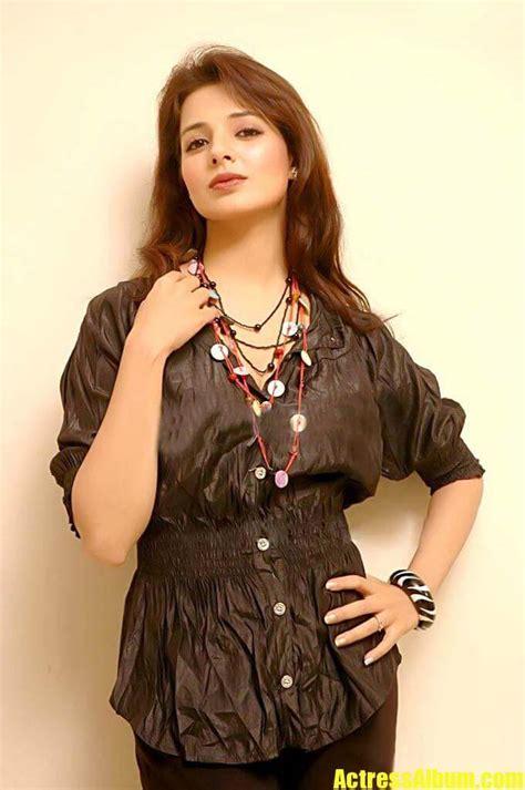 Saloni Hot Photo Gallery - Actress Album