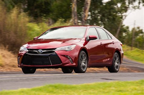 toyota camry xse    test motortrend