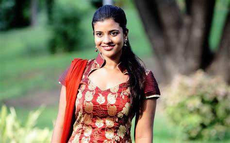 Top 25 Aishwarya Rajesh Beautiful Wallpapers And New Images Tamilscrapscom
