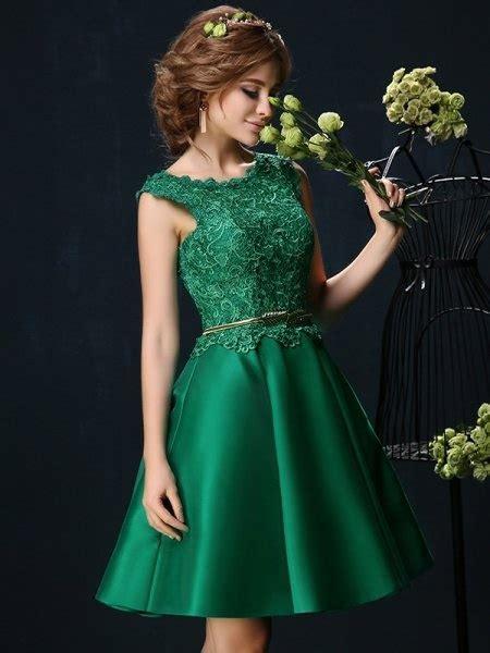 kleid gruen knielang