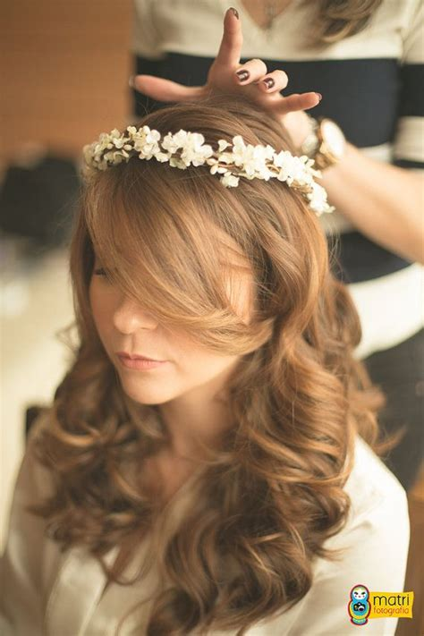 Pretty and simple flower crown with tiny berries small