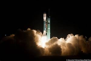 Photos: Delta 2 climbs into the night from Vandenberg Air ...