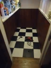 Checkered Vinyl Flooring Nz by Diy Checkered On Checkerboard Table Diy And