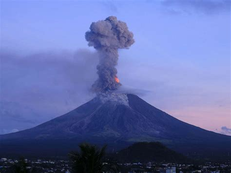 Volcano Images Erupting Volcano In Philippines Forces Evacuation Of