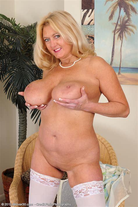 Blonde Milf Tahnee Taylor Grab Her Melons Milf Fox